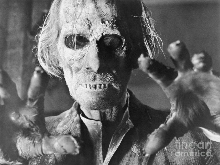 Peter Cushing In Tales From The Crypt Photograph by Bettmann
