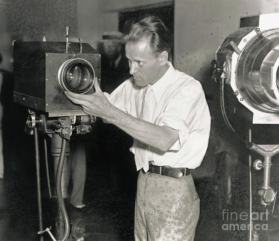 Philo Farnsworth Adjusting Television Photograph by Bettmann