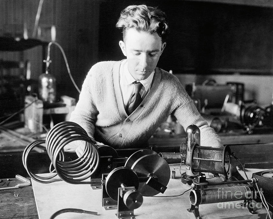 Physicist With Radio Focusing Invention Photograph by Bettmann