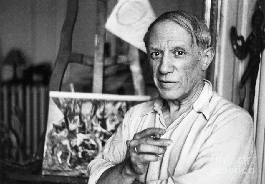 Picasso In Paris Photograph by Bettmann