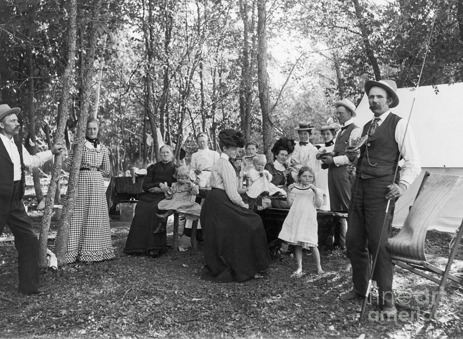 Picnic In Woods At Rush Lake Photograph by Bettmann