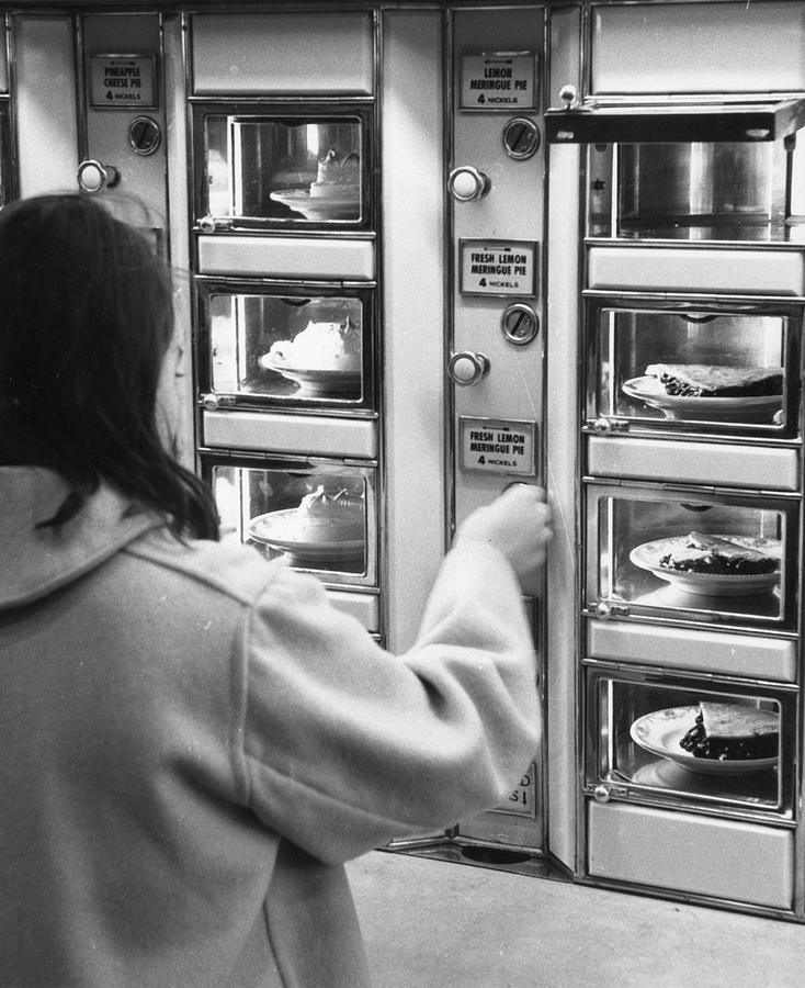 Pie At The Automat Photograph by Fred W. McDarrah