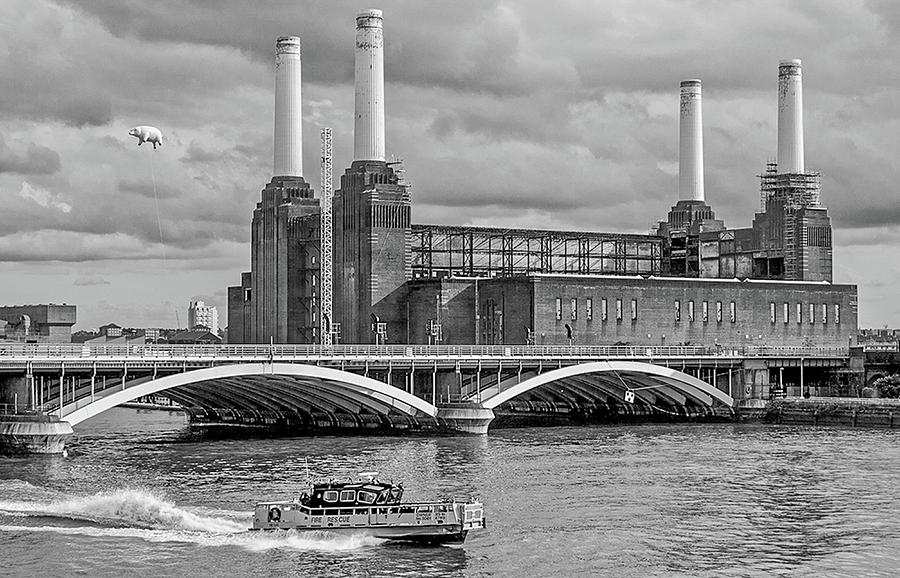 Pink Floyd Pig at Battersea Power Station by Dawn OConnor