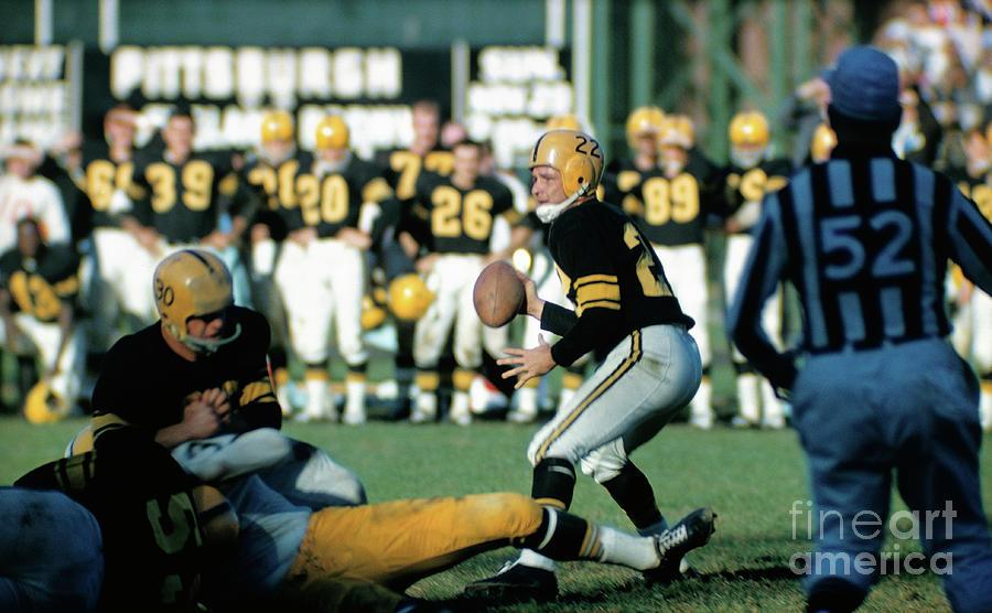 Pittsburgh Steelers Bobby Layne Photograph by Bettmann