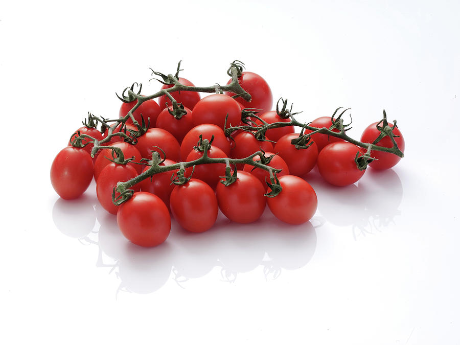 Plum Tomatoes On Vine Photograph by Chris Ted
