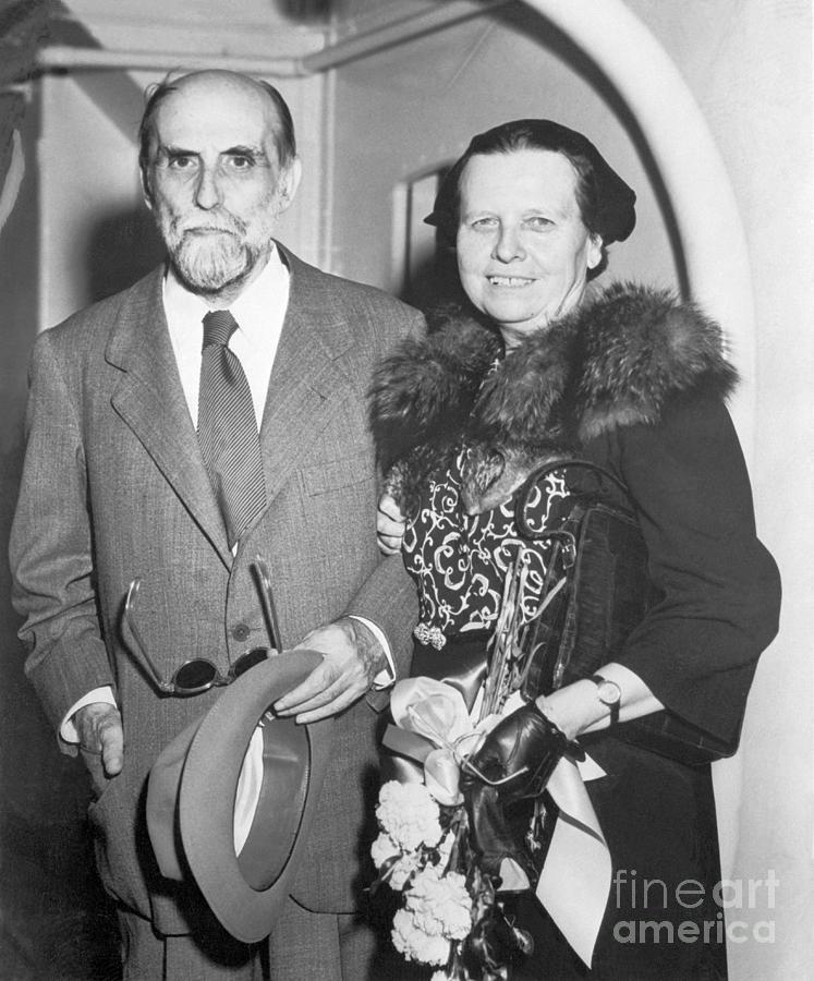 Poet Juan Ramon Jimenez With Wife Photograph by Bettmann