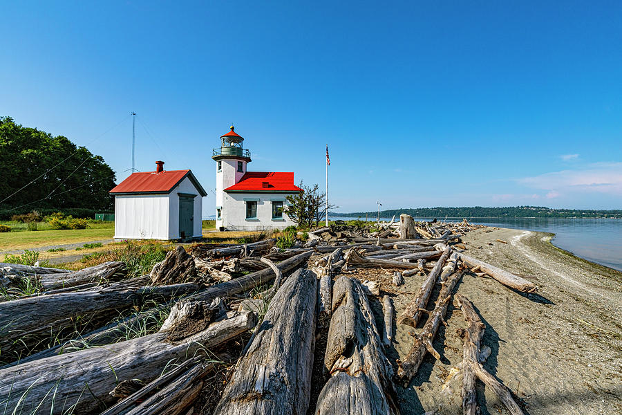 Point Robinson Lighthouse II by Larry Waldon