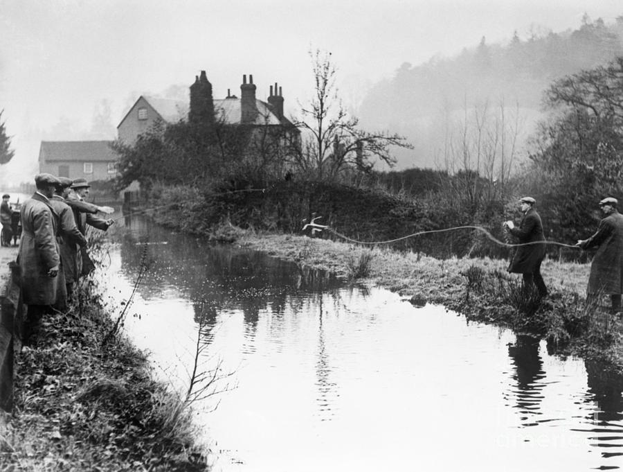 Police Search Pond For Agatha Christies Photograph by Bettmann