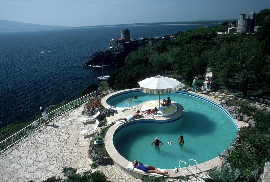 Pool At Villa Gli Arieti Photograph by Slim Aarons