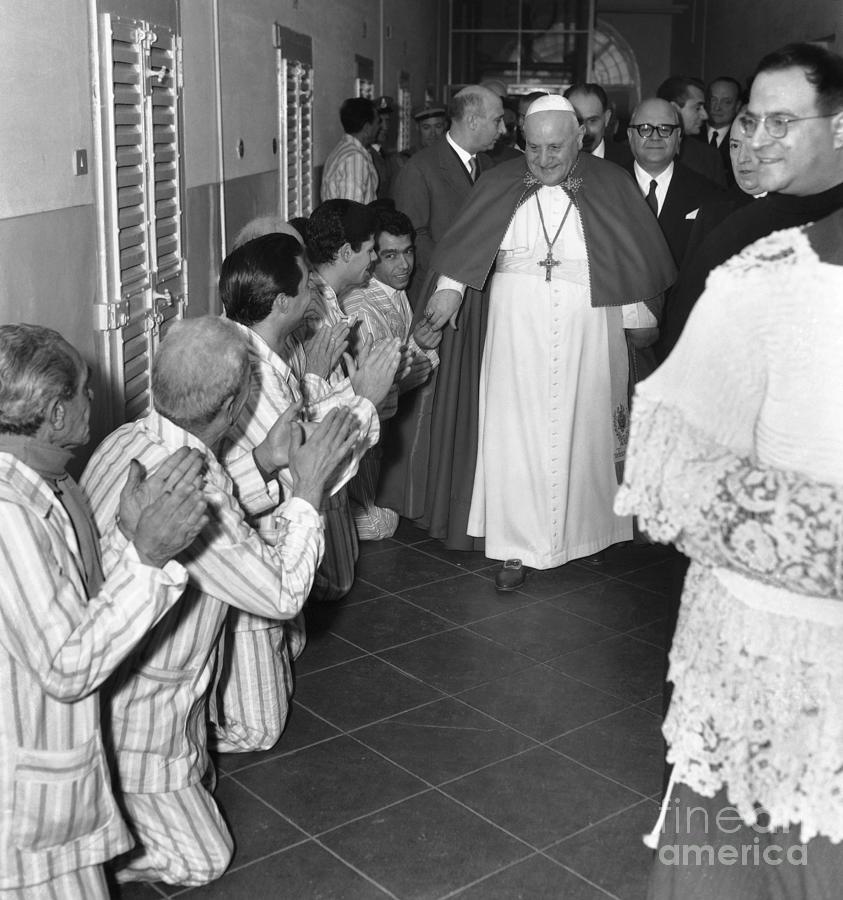Pope Visiting Prisoners Photograph by Bettmann