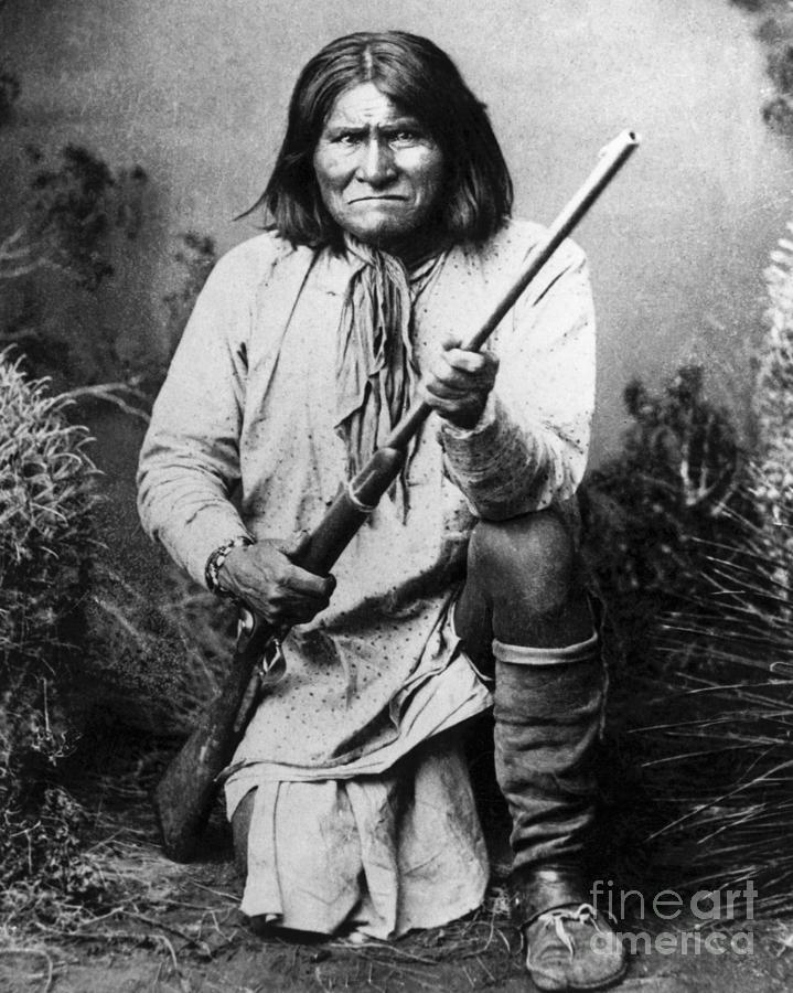 Portrait Of Apache Chief Geronimo Photograph by Bettmann