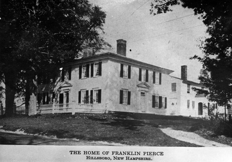 Presidents House Photograph by Hulton Archive