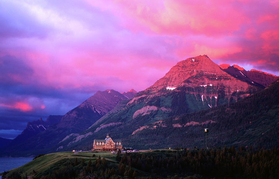 Prince Of Wales Hotel And Canadian Photograph by John Elk