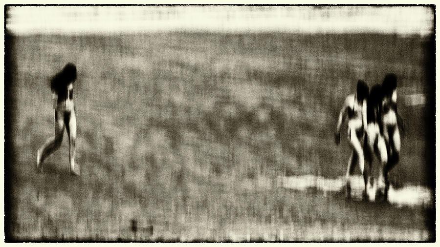 QUATRE FILLES by Jorg Becker