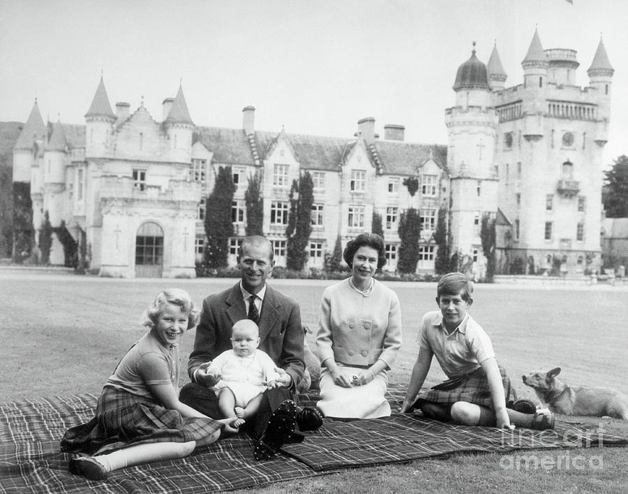Queen Elizabeth At A Picnic Photograph by Bettmann
