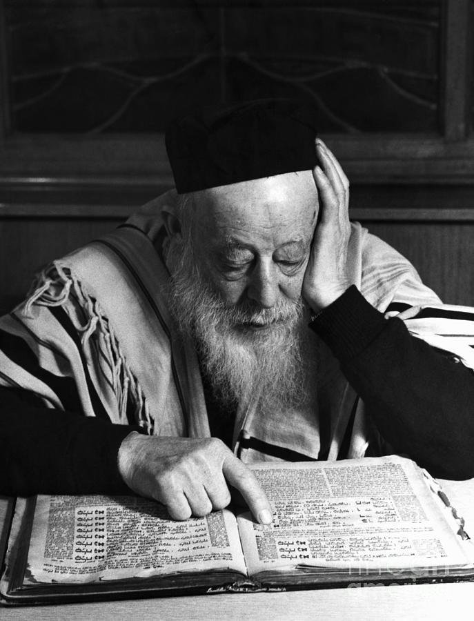 Rabbi Reading The Talmud Photograph by Bettmann