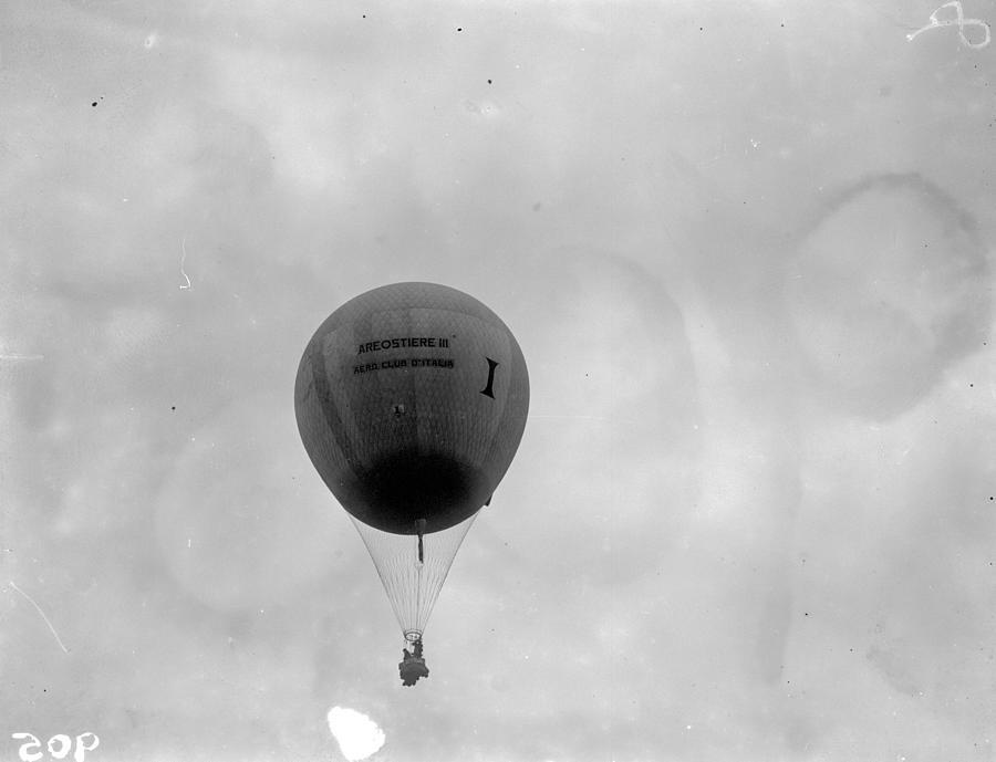 Racing Balloon Photograph by Fox Photos
