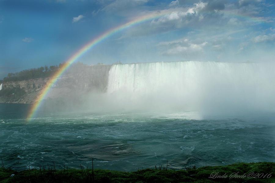 Rainbow Over Niagara by Linda Steele