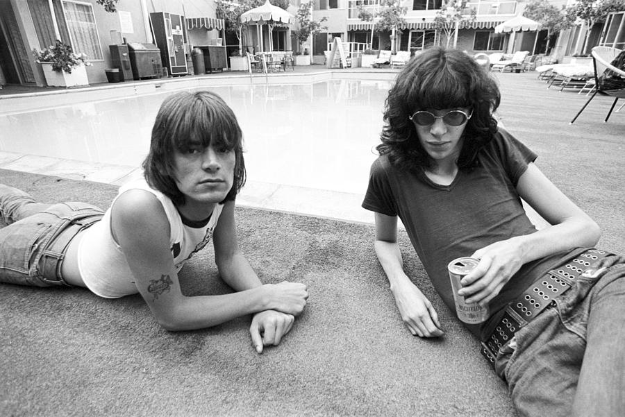 Ramones Lounging Poolside Photograph by Michael Ochs Archives
