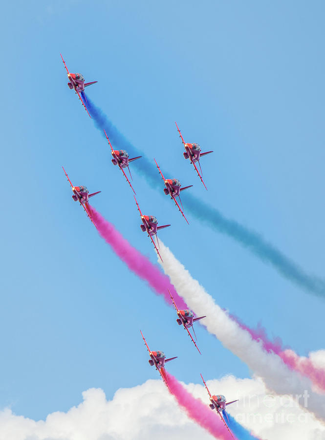 Red Arrows Photograph by Shaunwilkinson