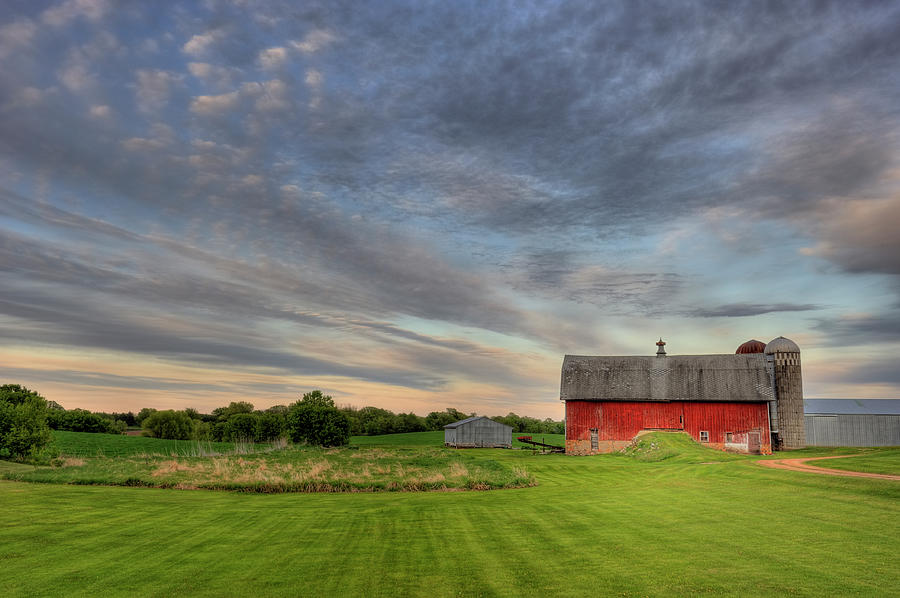 Red Barn Photograph by Hauged