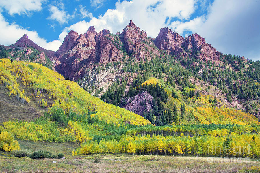 Red Mountain Peaks And Fall Colors At Maroon Bells Valley With Fall Colors In Autumn Aspen Colorado