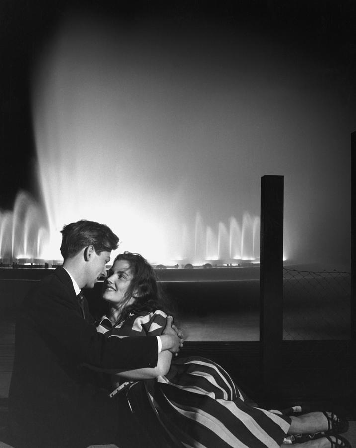 Redcoat Romantics Photograph by Bert Hardy