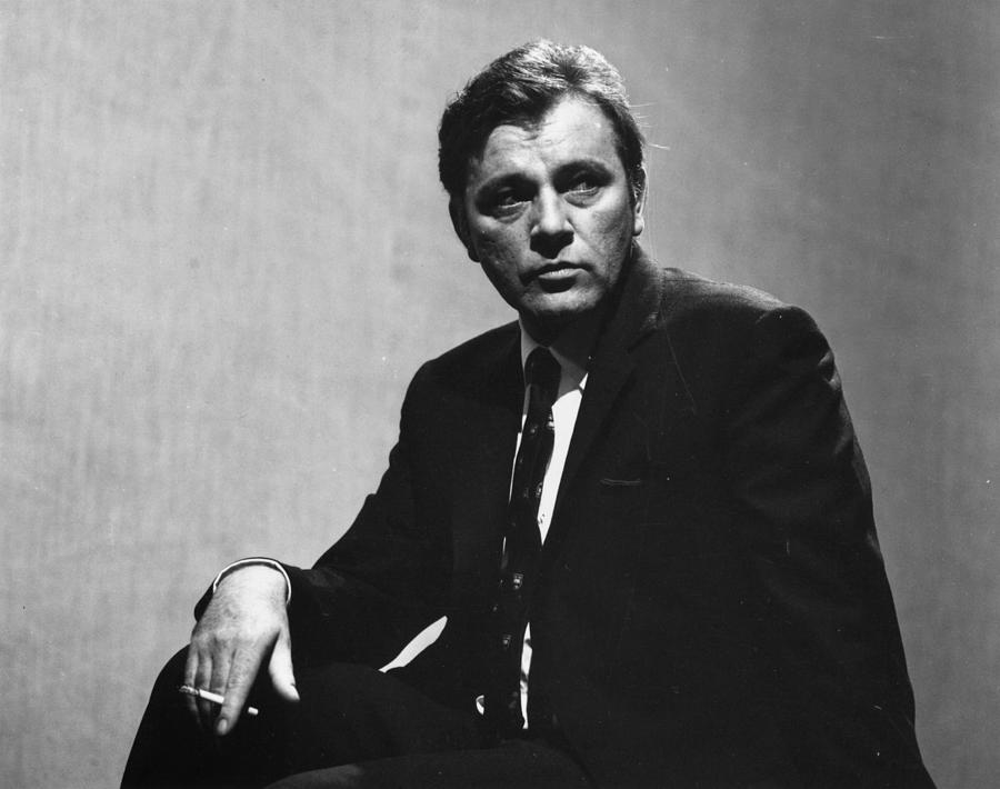 Richard Burton Photograph by Evening Standard