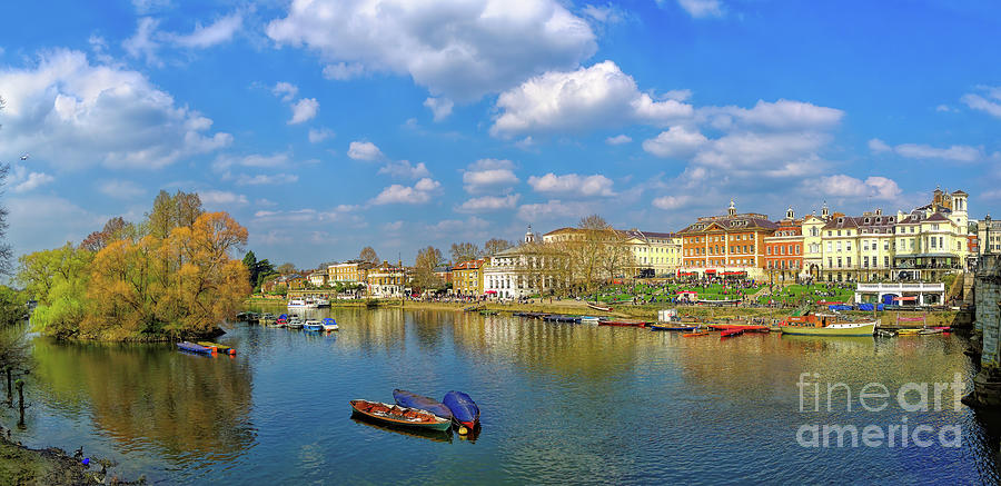 Richmond Upon Thames Photograph - Richmond Upon Thames - Panorama by Leigh Kemp