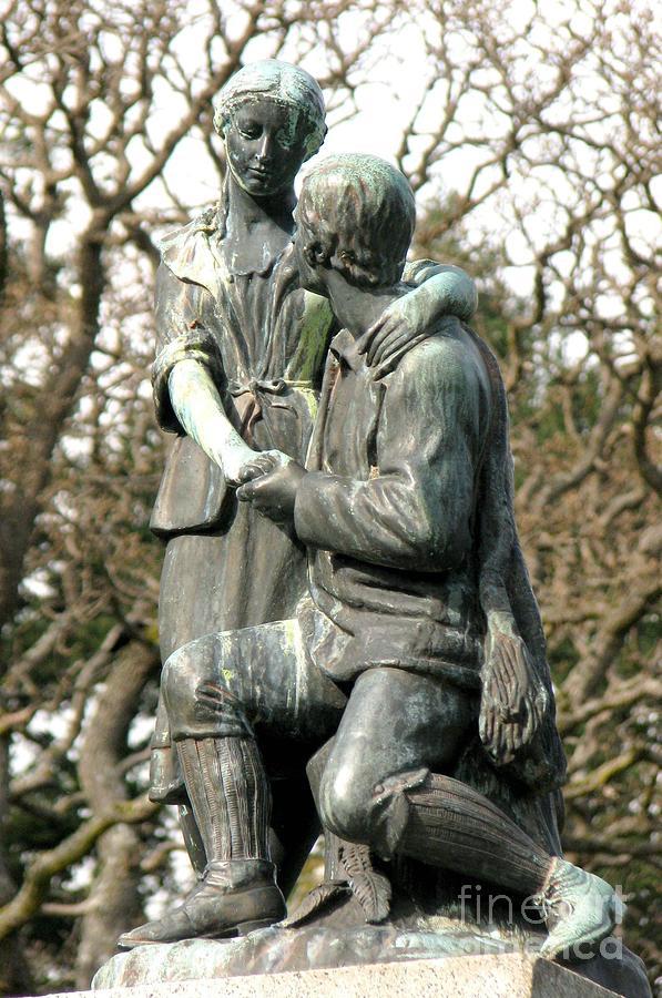 Robert Burns statue by Frank Townsley
