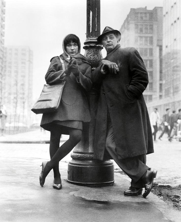 robert-mitchum-and-shirley-maclaine-in-t