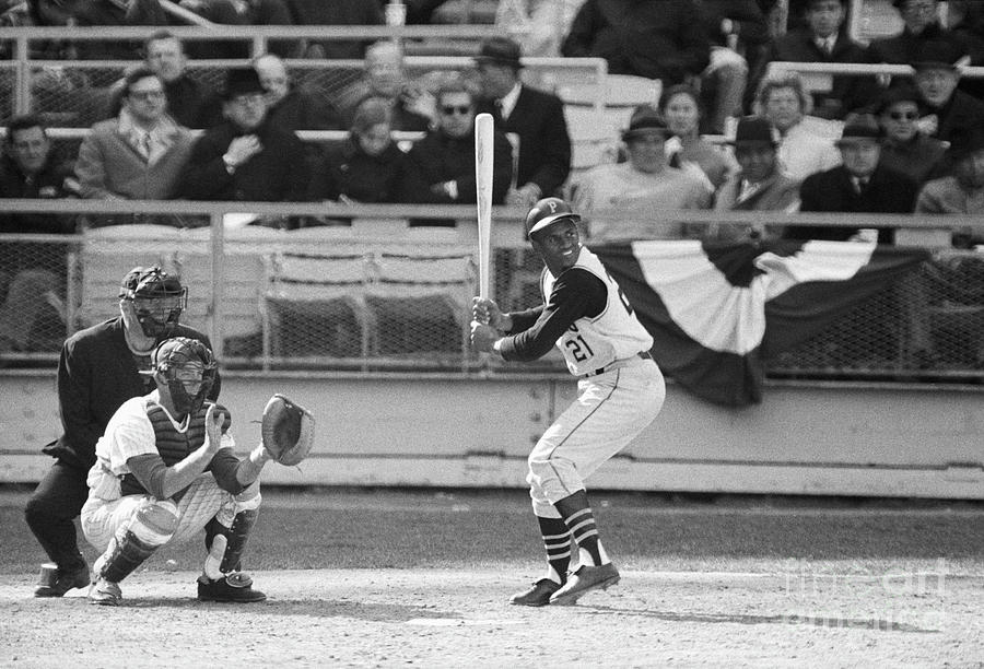 Roberto Clemente Batting During Game Photograph by Bettmann