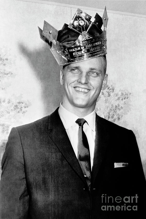 Roger Maris Smiling Wearing Crown Photograph by Bettmann