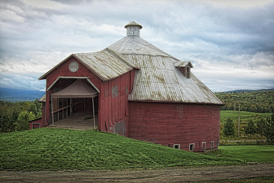 Round barn - Mansonville, Quebec by Tatiana Travelways