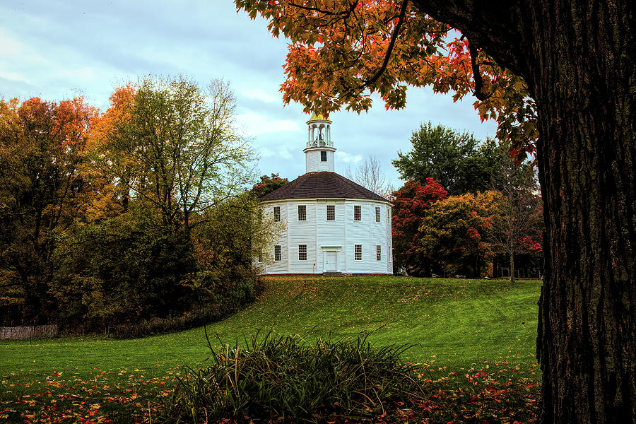 Round Church of Richmond Vermont by Jeff Folger