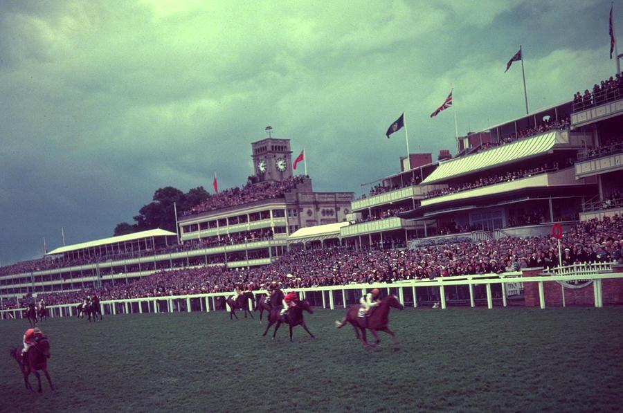 Royal Finish Photograph by Hulton Archive