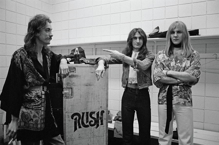 Rush In Springfield Photograph by Fin Costello