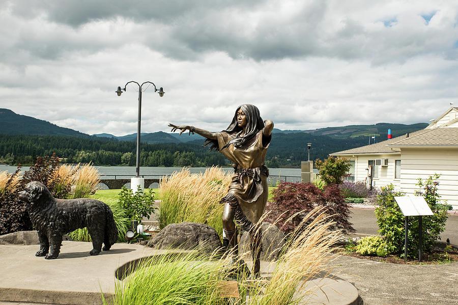 Sacagawea and Seaman  at Cascade Locks by Tom Cochran