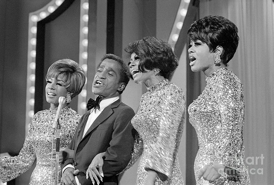 Sammy Davis Jr. And The Supremes Photograph by Bettmann
