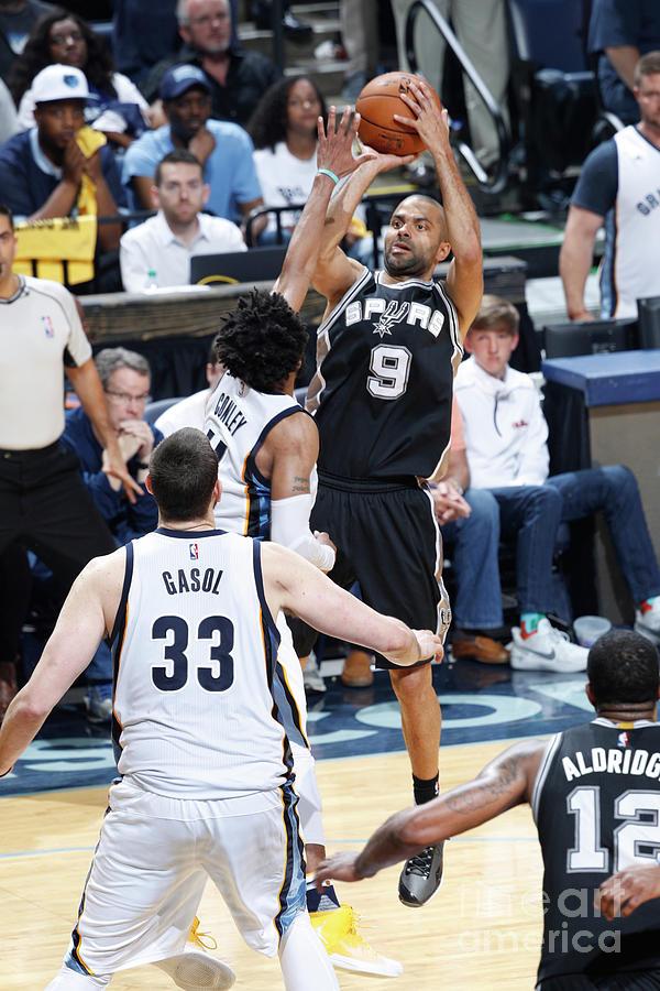 San Antonio Spurs V Memphis Grizzlies - Photograph by Joe Robbins