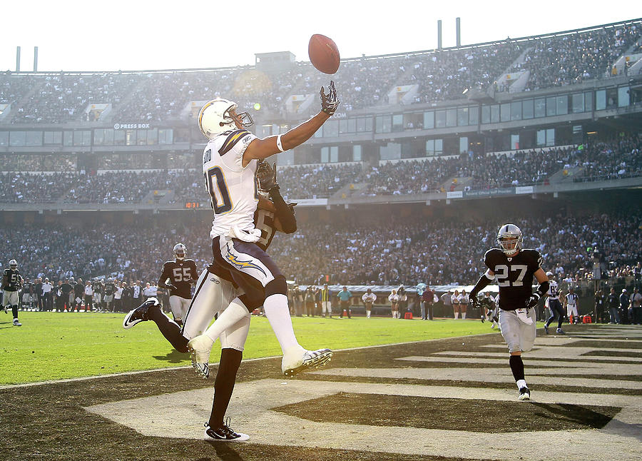 San Diego Chargers V Oakland Raiders Photograph by Ezra Shaw