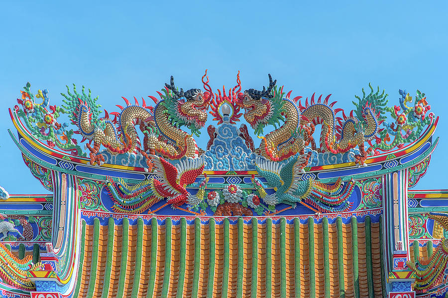 San Jao Phut Gong Dragon Roof DTHU0700 by Gerry Gantt