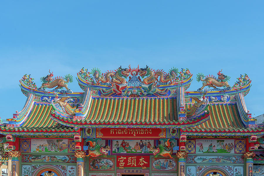 San Jao Phut Gong Dragon Roof DTHU0701 by Gerry Gantt