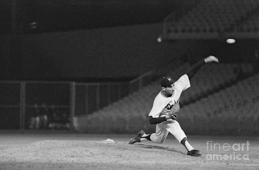 Sandy Koufax Throwing A Pitch Photograph by Bettmann