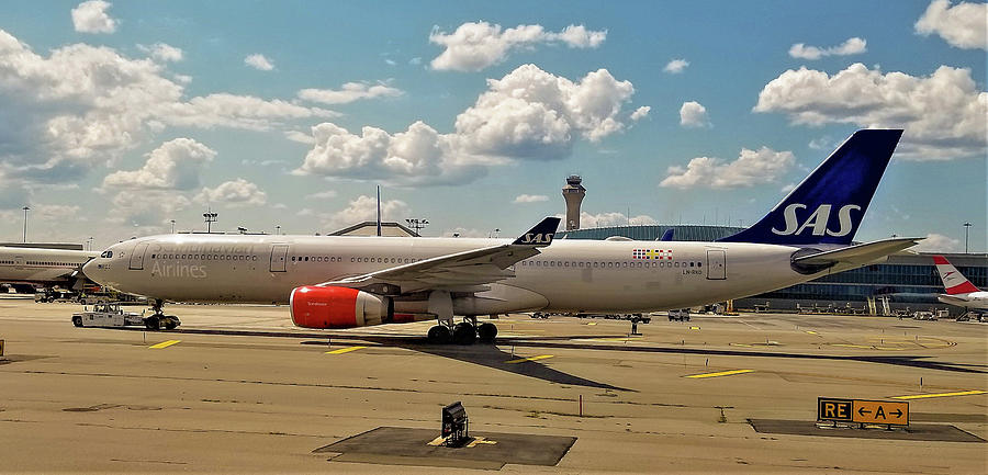 SAS Airbus A330 at Newark Liberty International Airport by Jamie Baldwin