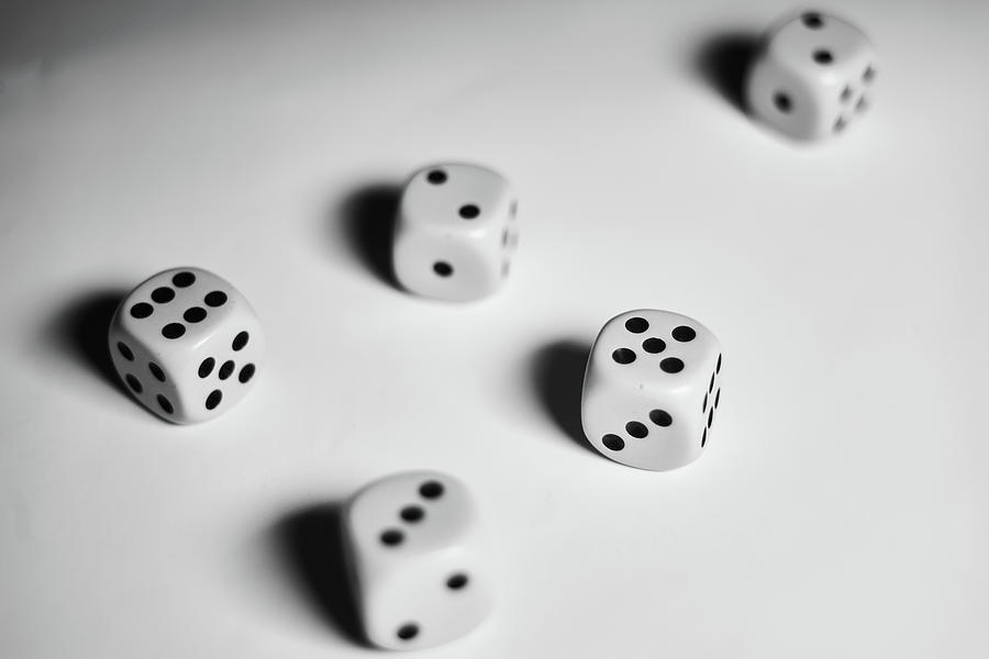 Background Photograph - Scattered Dices by Lukas Kerbs