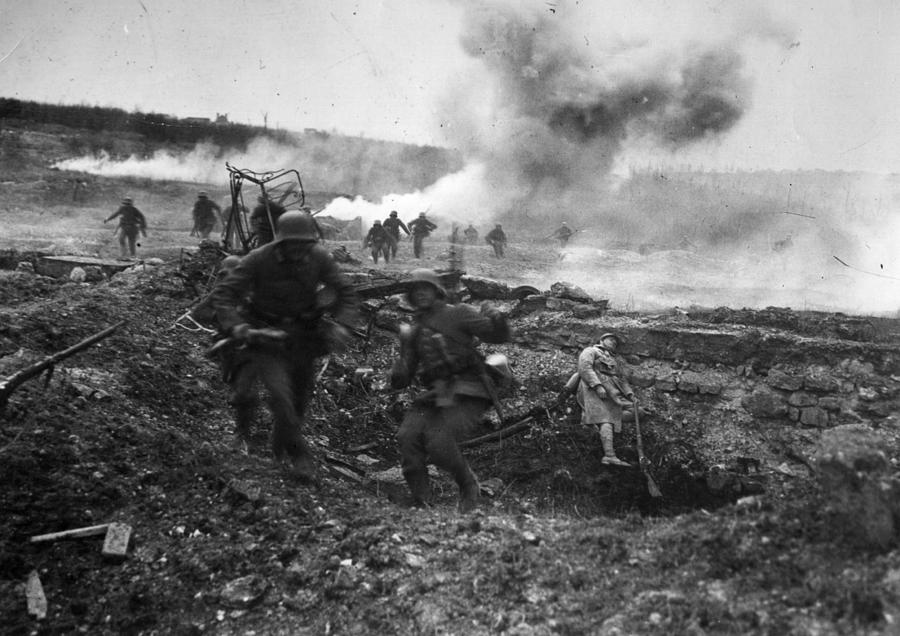 Second Battle Of Villers-bretonneux Photograph by Hulton Archive
