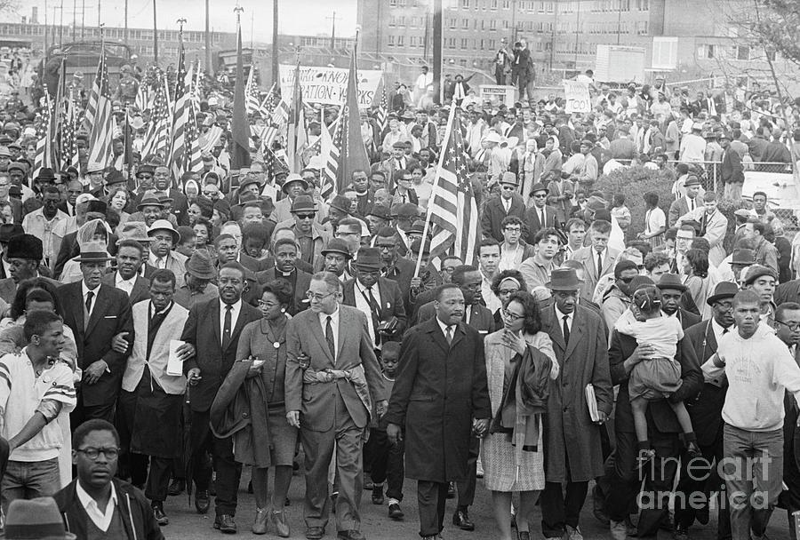Selmamontgomery March Leaders & Crowd Photograph by Bettmann