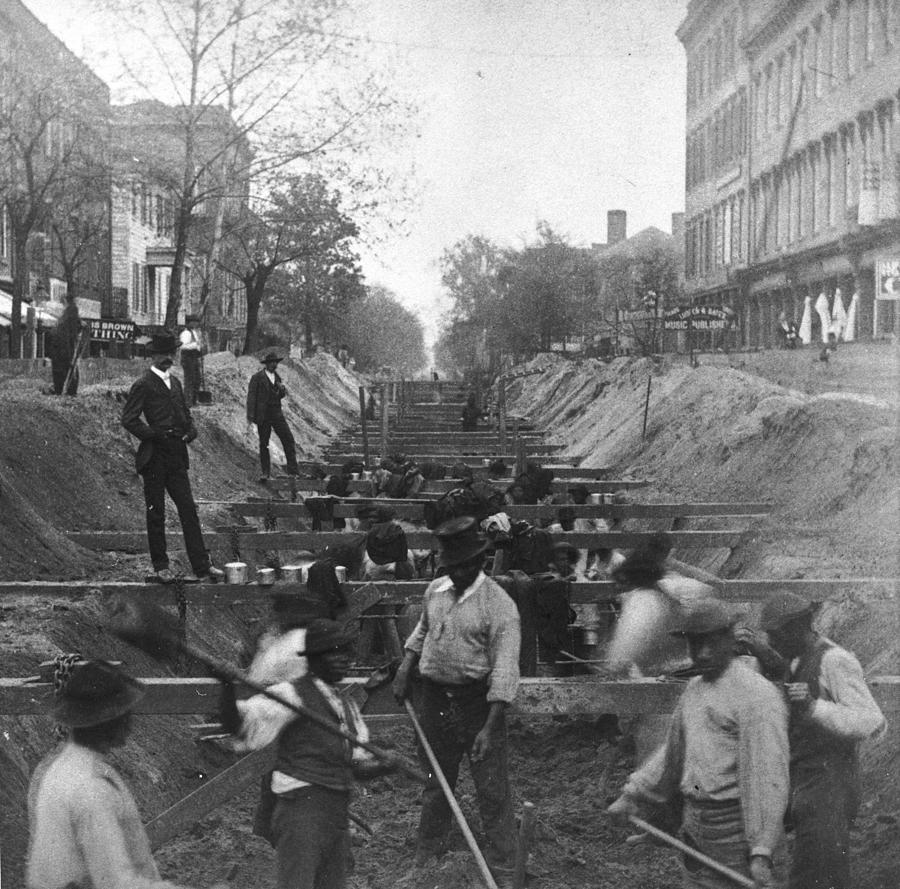 Sewer Digging Photograph by Hulton Archive