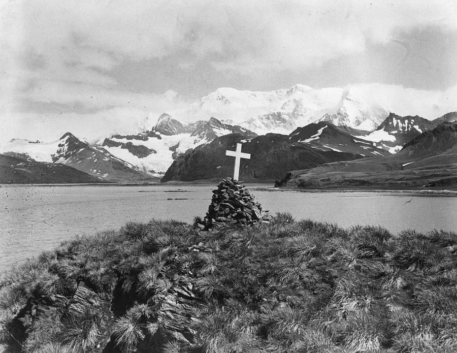 Shackletons Monument Photograph by Hulton Archive